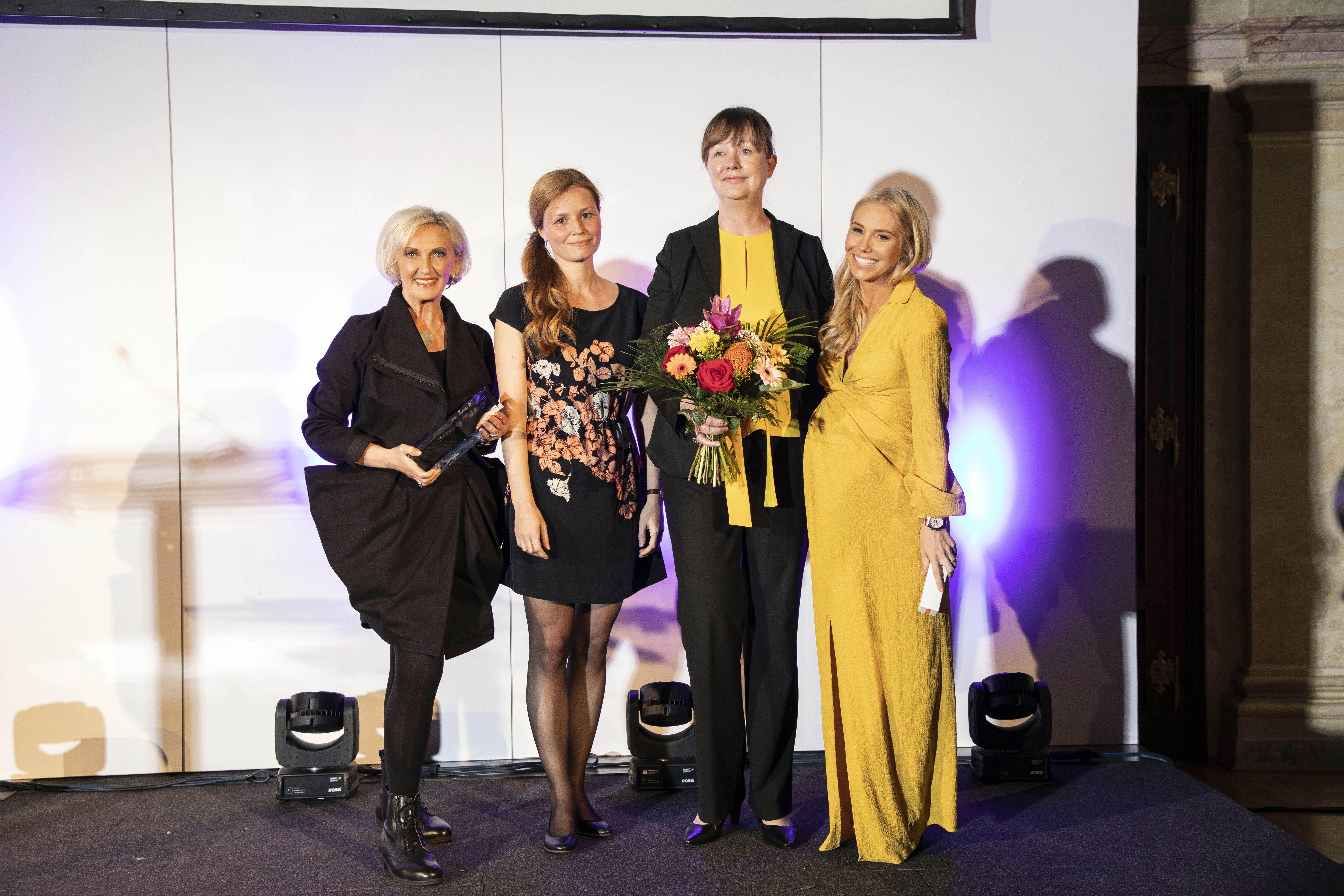 Übergabe des gesund&fit Award 2019 in der Kategorie Skin Care v.l.n.r.: Waltraud Groll (PR Groll), Nicole Pavlovic (Brand Manager Delta Pronatura), Heidi Harbeck (General Manager Delta Pronatura), Jenny Magin (Herausgeberin Magazine Mediengruppe Österreich)